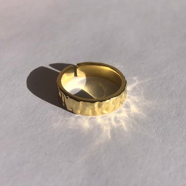 Handgemachter Schmuck Identity Ring in gold